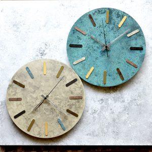 彩りのある壁掛け時計「time and space colorfultimes」